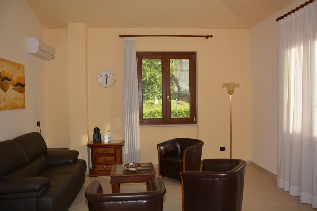 Pinus Rooms Camera Gialla - Soggiorno